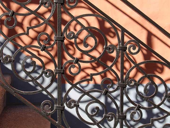 Vos rampes d'escalier, garde corps ou portail en fer forgé dans le gard