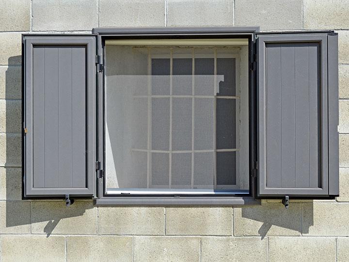 Installation de moustiquaire sur vos fenêtres près d'Avignon
